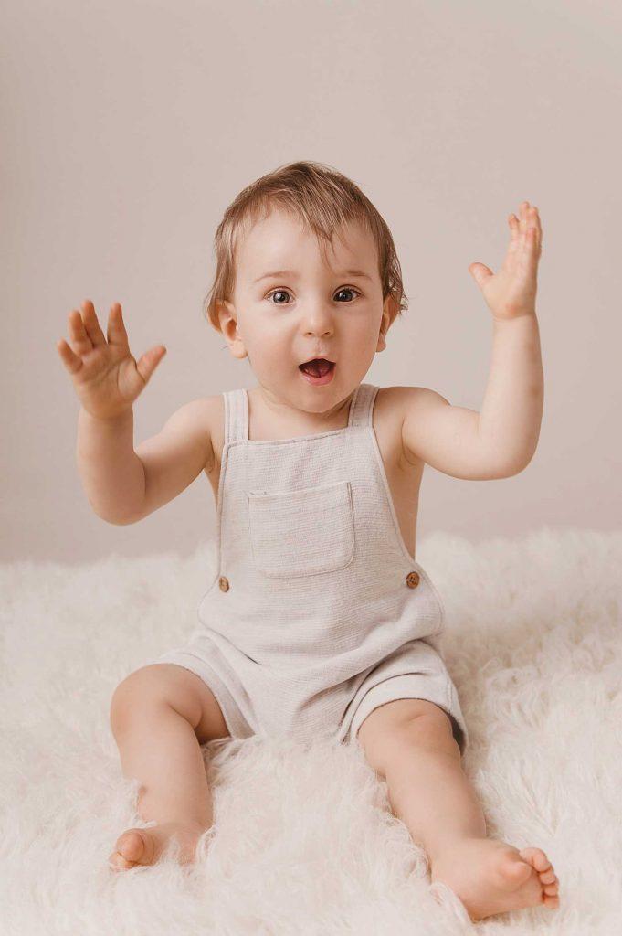 Photographe de bébé studio Villefranche sur Saône Lyon Rhône studio bébé enfant famille